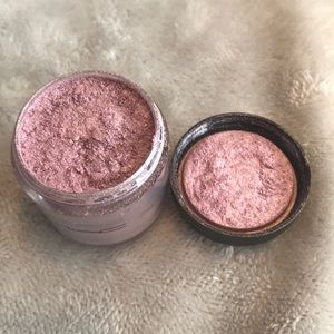 MAC Lovely Lily Pigment